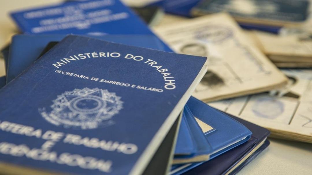 Carteira de Trabalho MA 27 863 kytE U202432794505Gy 1024x683@GP Web - Falta trabalho para 27,7 milhões de brasileiros, aponta IBGE