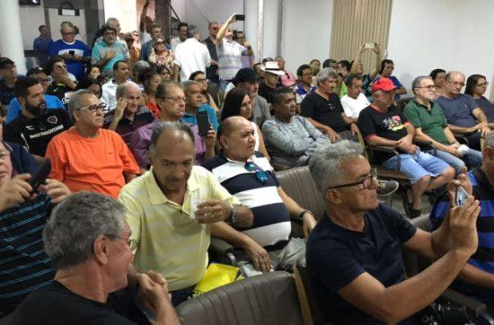 Em assembleia, API aprova regimento e comissão eleitoral; oposição perde votações e se retira