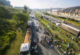Associação pede que grevistas 'levantem acampamento'