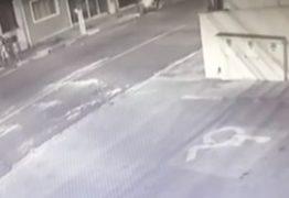 PM reage a assalto, luta com ladrão e é baleada duas vezes – VEJA VÍDEO