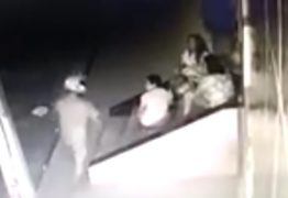 VEJA VÍDEO: mulheres são roubadas enquanto conversavam em frente de casa