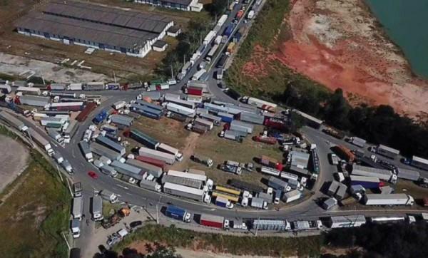 Motoristas de aplicativos e transporte escolar fazem carreata em ruas de João Pessoa