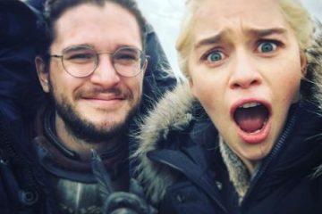 Game of Thrones: Kit Harington diz que filmar cena de sexo com Emilia Clarke foi 'estranho'