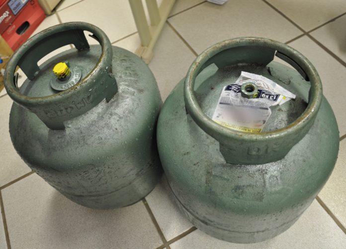 gas 696x500 - Comerciante é preso por vender gás de cozinha a R$ 150 em Campina Grande