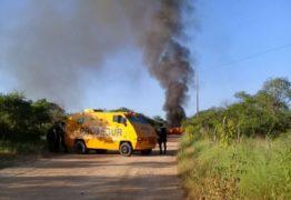 Carro-forte pega fogo e população se assusta com medo de atentado