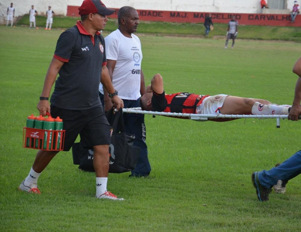 jogador ferido - Danilo Bala fratura clavícula e deve desfalcar Campinense por até 60 dias