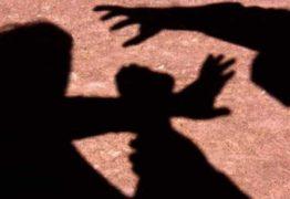 Pai força filha de 13 anos a entrar em matagal e estupra adolescente