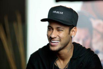 Neymar recebe resposta sarcástica após comentar foto da ex-namorada
