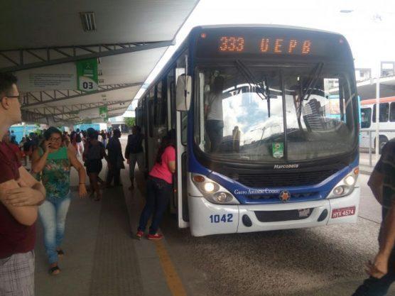 onibus campina grande cg 556x417 - Ônibus passam a circular com 55% da frota e com duas novas linhas, em Campina Grande