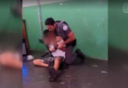 Policial imobiliza estudante com 'gravata' em escola; VEJA VÍDEO