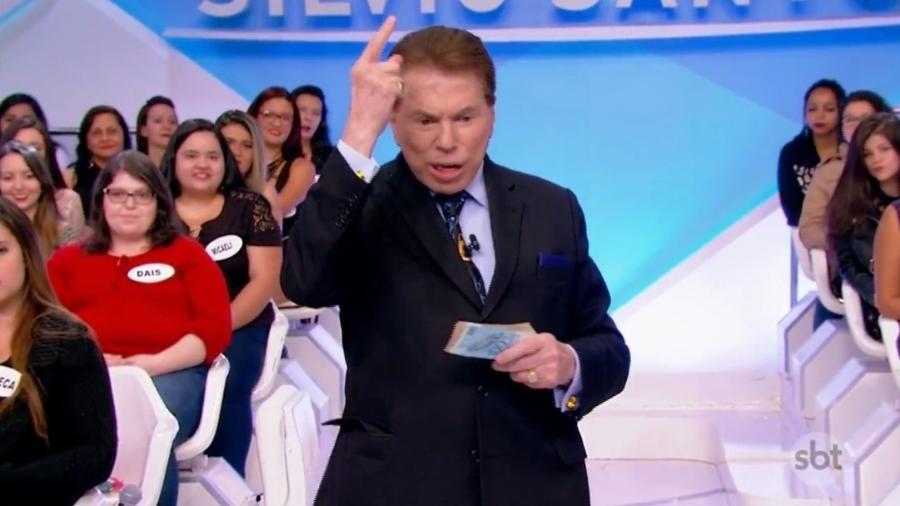 silvio santos revoltado com a globo 1527475234433 v2 900x506 - Silvio Santos critica a Rede Globo: 'Me imitam muito mal'