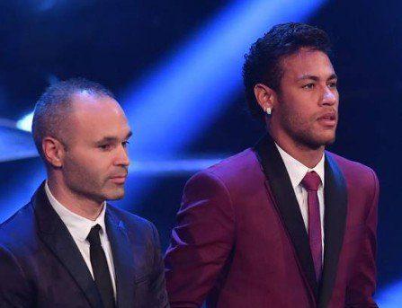 xfbl fifa awards.jpg.pagespeed.ic .uvV0VbMteu e1526576121118 - 'O Barcelona não deve enlouquecer se Neymar for para o Real', diz Iniesta