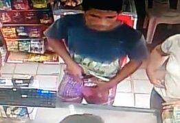 Câmeras flagram momento em que dono de mercadinho reage a assalto em Mamanguape