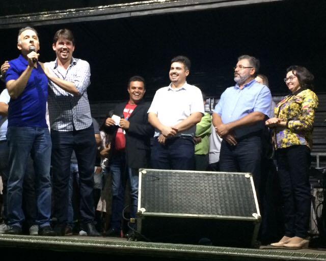 AGUINALDOO RIBEIRO AROEIRAS PREFEITO - Aguinaldo Ribeiro destaca ação da prefeitura durante entrega de nova UBSF em Aroeiras