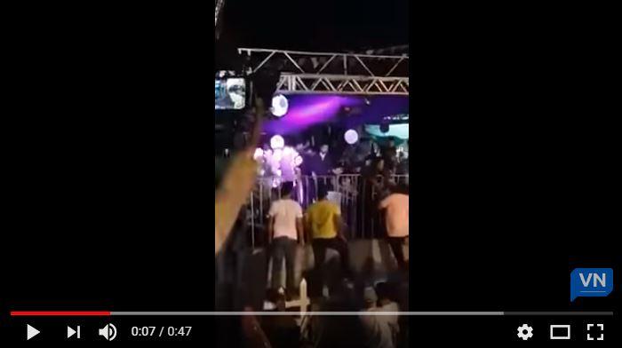 Capturar 21 - Parte de camarote desaba durante show de Xand Avião -VEJA VÍDEOS