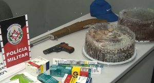 MATERIAL 14 06 300x163 - Bandidos fazem arrastão e roubam até bolo de aniversário da vítima na Paraíba