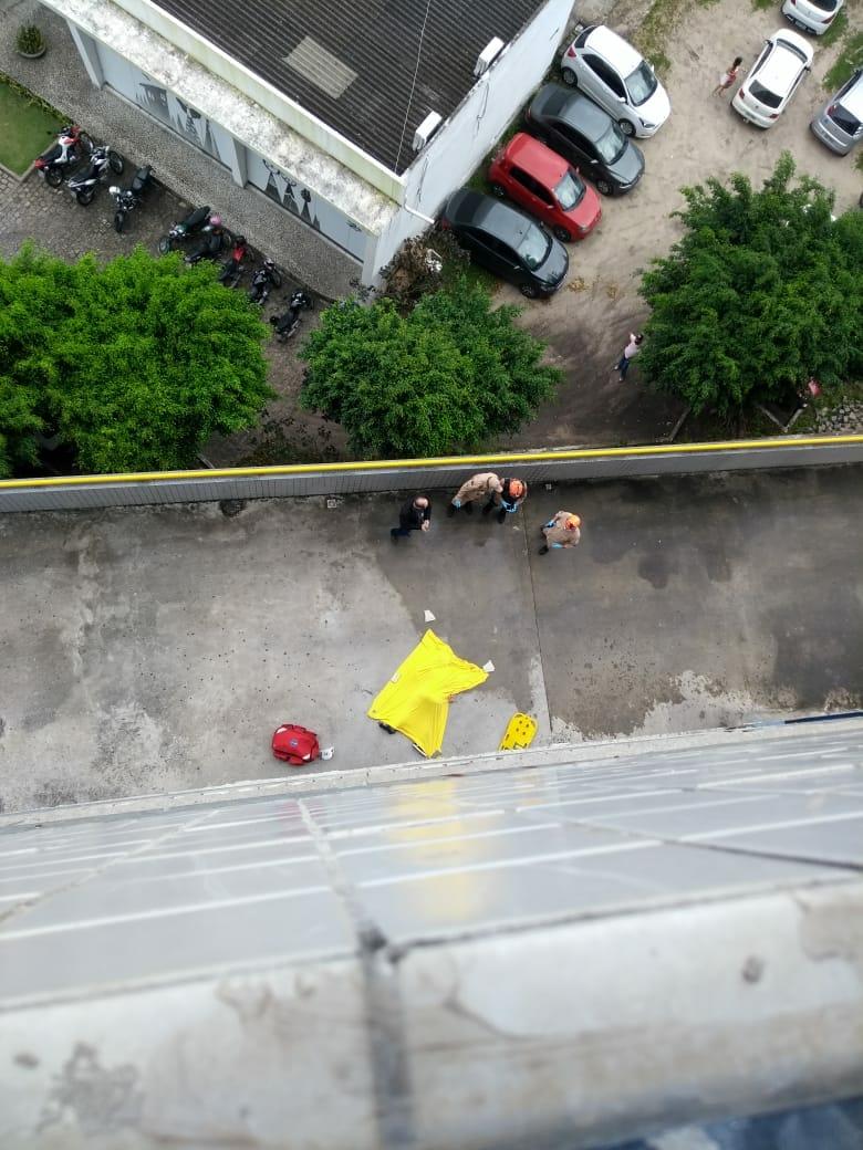 TRAGÉDIA: Rapaz cai do décimo andar de faculdade em João Pessoa – VEJA VÍDEO