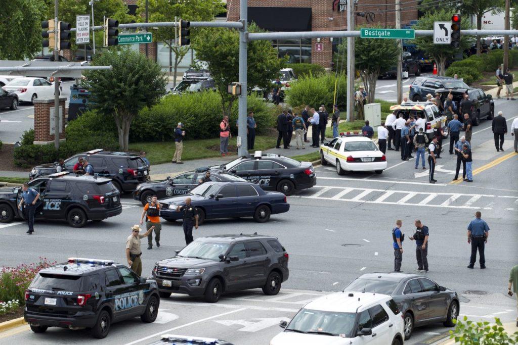 ap18179748799941 1024x683 - Tiroteio em redação de jornal deixa 5 mortos e vários feridos