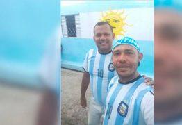 DESILUSÃO: Brasileiros pintam rua com cores azul e branca e torcerão pela Argentina