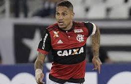 Mesmo com Uribe, Bandeira garante que Flamengo quer manter Guerrero