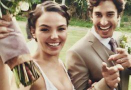 Isis Valverde compartilha com os fãs fotos do casamento com o modelo André Resende