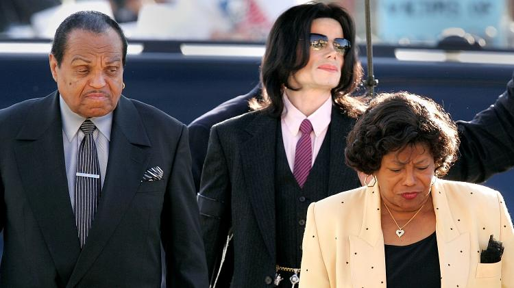 joe jackson michael jackson e katherine jackson em santa maria na california 1530116275376 v2 750x421 - Pai de Michael Jackson morre aos 89 anos