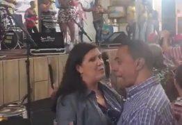 VEJA VÍDEO: Lígia Feliciano dança forró coladinha com Damião no 'Parque do Povo'