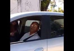 VEJA VÍDEO: Motorista da Secretaria de Saúde é demitido por abordar garota de programa em carro do Governo
