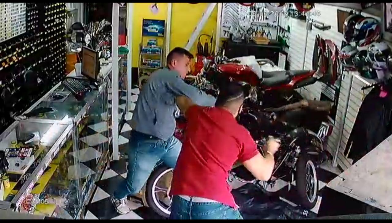 IMAGENS FORTES: Assaltante tenta roubar PM de folga e leva 3 tiros – VEJA VÍDEO