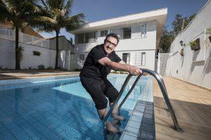 ratinho 300x199 - 'Não sou homofóbico, brinquei e apanho até hoje', diz Ratinho