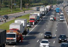 Após quase 4 horas de reunião com ministro, caminhoneiros descartam greve