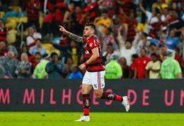Flamengo vence o Corinthians no Maraca e abre quatro pontos na liderança do Brasileirão