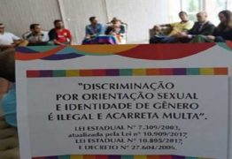 Estado vai à Justiça para garantir fixação de placa contra homofobia