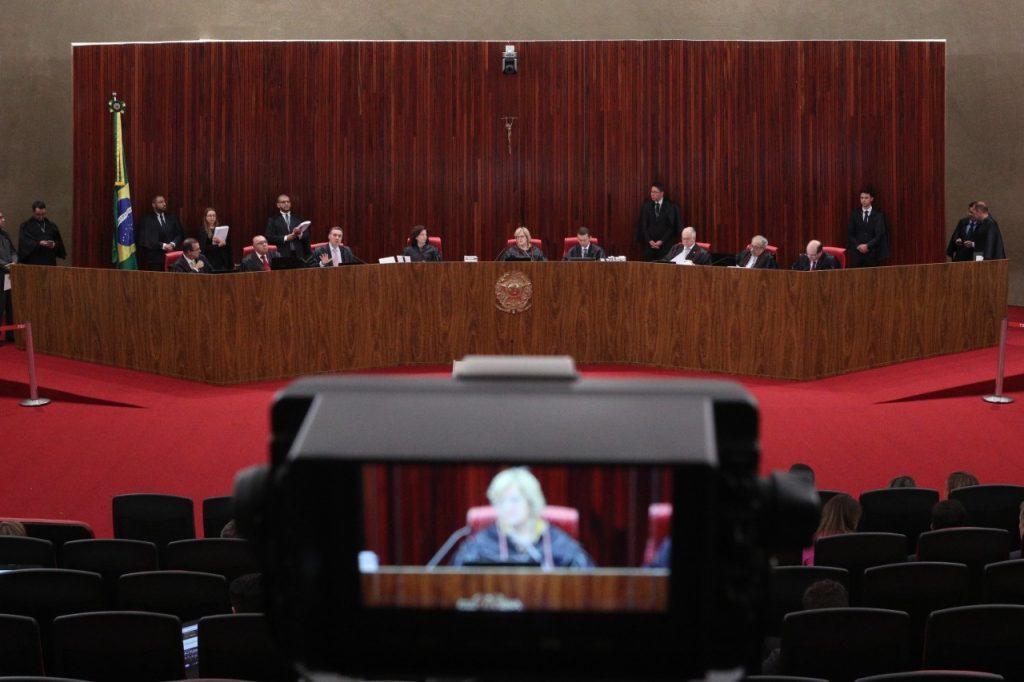 TSE JULGAMENTO 1 1024x682 - TSE barra Lula na eleição e dá 10 dias para PT trocar candidato à Presidência ( 6 X 1 )