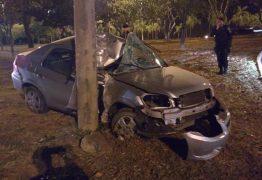Após mulher denunciar agressão, homem foge, bate o carro e morre