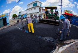 Bairros de Santa Rita recebem obras de pavimentação