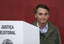 VEJA VÍDEO: Bolsonaro vota em escola no Rio sob segurança reforçada
