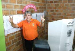 João Azevedo chega ao local de votação acompanhado do governador Ricardo Coutinho