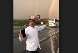 Cabo Daciolo se emociona com arco-íris duplo à beira da estrada e viraliza nas redes sociais – VEJA VÍDEO!