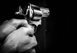 Homem é assassinado a tiros dentro da casa dos pais em Patos