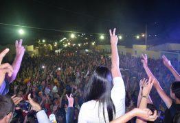 Uma multidão acompanhou Rafaela Camaraense durante encerramento de suas atividades políticas em Cuité