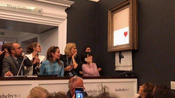 xbanksy .jpg.pagespeed.ic .Nzv6Cd6h3y - Obra de Banksy se autodestrói após ser vendida por 1 milhão de libras - VEJA VÍDEO!