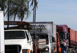 'Governo molha lenha seca na gasolina e joga na fogueira', diz representante dos caminhoneiros