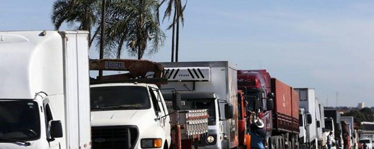 Caminhoneiros 1200x480 - PGR defende multa para quem participou da greve dos caminhoneiros