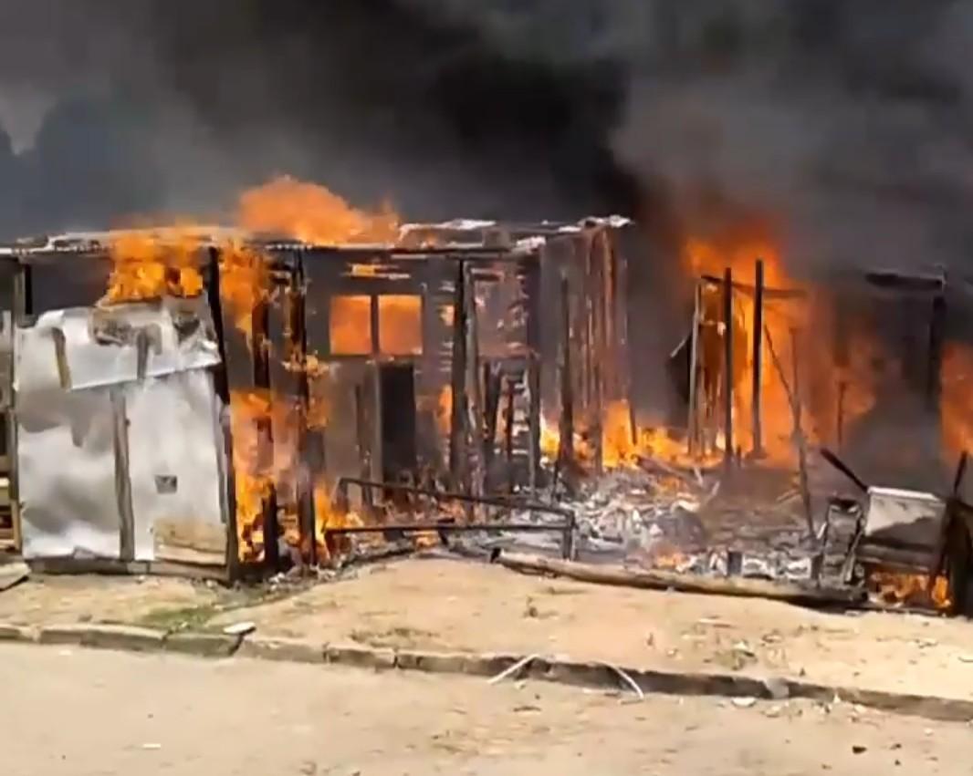 Screenshot 20181117 1318372 - Incêndio atinge 10 casas em comunidade do Bairro dos Novais neste sábado - VEJA VÍDEO