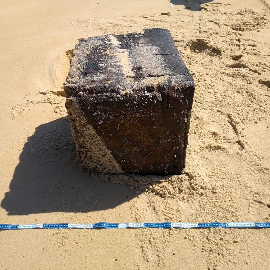 borracha - Caixas misteriosas em praias do Nordeste: PF descobre o que são, mas não de onde vieram