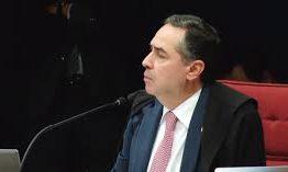 Barroso pede esclarecimentos de sete empresas contratadas pela campanha de Bolsonaro