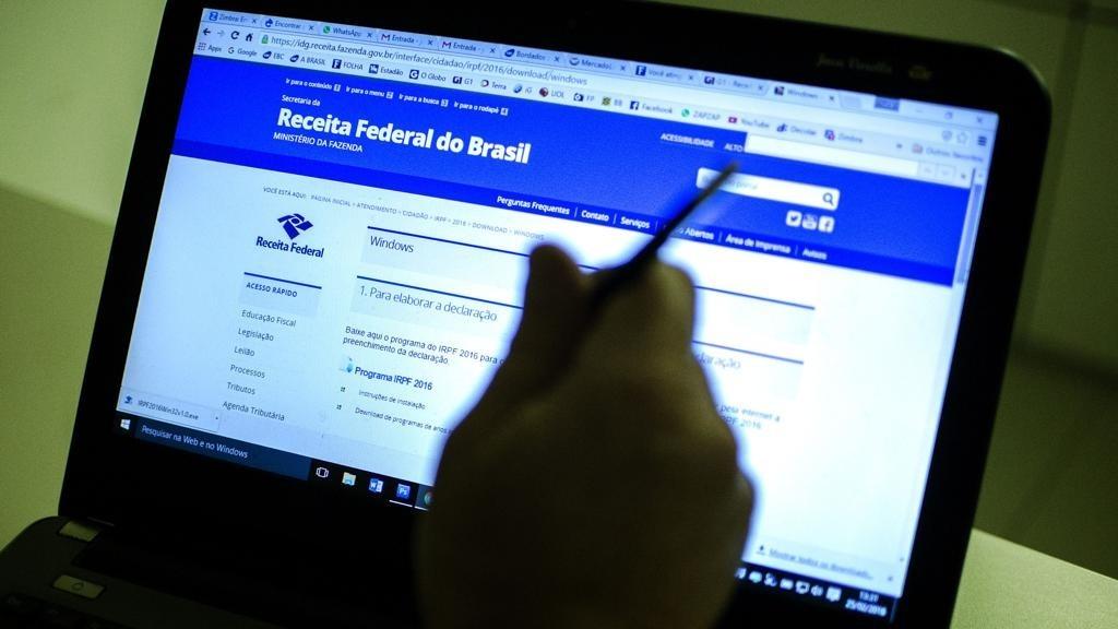 imposto renda irpf receita federal foto marcelo camargo agbr 1024x576 - Imposto de Renda 2019: Guia para não cair na malha-fina