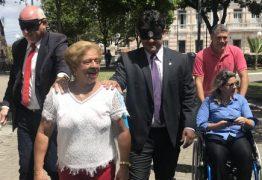 Vereadores da Capital caminham com vendas e usam cadeiras de rodas sentindo na pele dificuldades de pessoas com deficiência