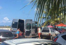 VEJA VÍDEO: Veículo oficial da Prefeitura de Monteiro é flagrado transportando turistas na Capital